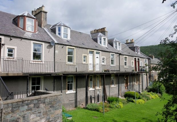 Thumbnail Cottage to rent in 3 Bridgehouse Terrace, Peebles