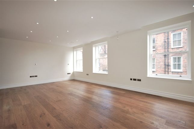 Studio to rent in Kensington High Street, Kensington