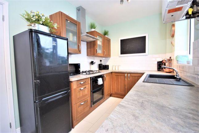 Kitchen of Endike Lane, Hull HU6