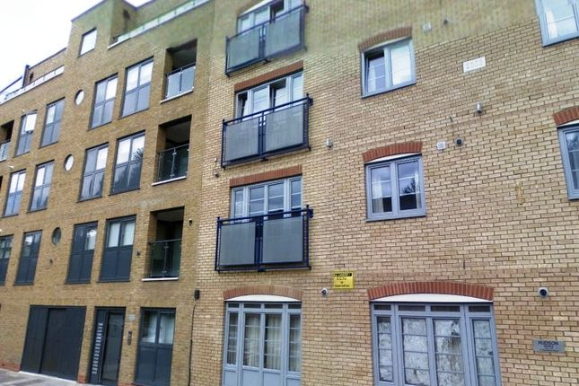 3 bed flat to rent in Chicksand Street, London