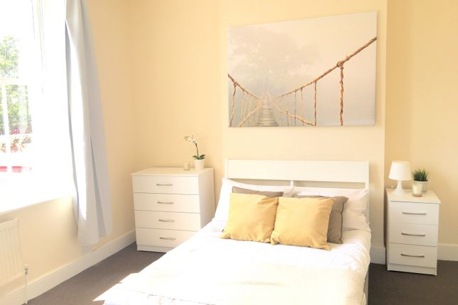Room to rent in Kings Road, London SW19