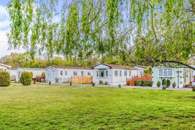 1 bed mobile/park home for sale in Avondale Park, Colden Common, Winchester SO21
