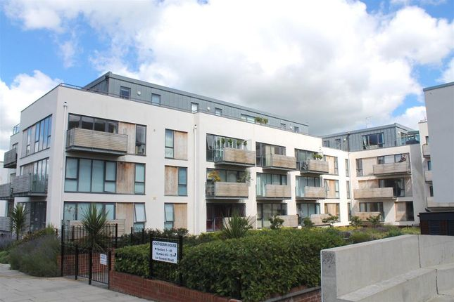 Flat to rent in Southdown House, Somerhill Avenue, Hove, East Sussex
