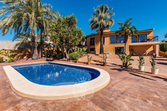 Thumbnail Farmhouse for sale in Avenida Costa Azul 03170, Rojales, Alicante
