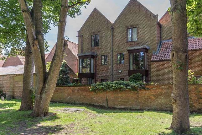 Thumbnail Town house for sale in Swinegate, Grantham