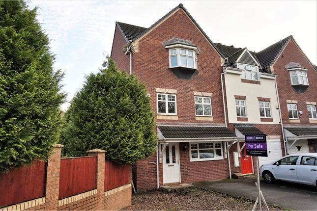 Thumbnail Town house for sale in Crowswood Drive, Stalybridge