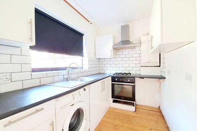Thumbnail Flat to rent in Lancaster Road, New Barnet, Barnet