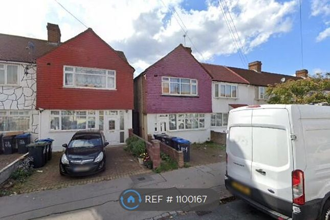 Room to rent in Rochford Way, Croydon CR0