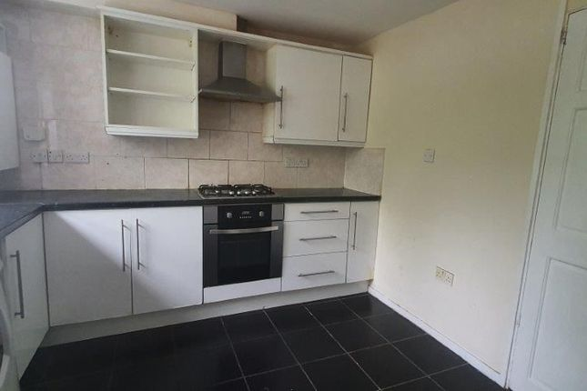 Thumbnail Flat to rent in Rochdale Road, Royton, Oldham