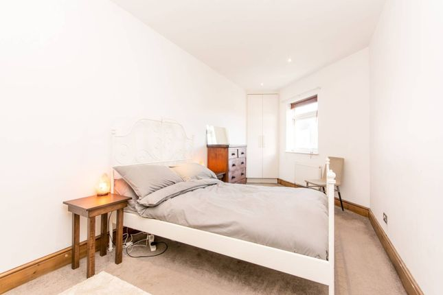 Thumbnail Flat to rent in Greyhound Road, Kensal Green
