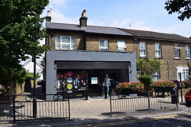 Thumbnail Flat to rent in Queens Road, Buckhurst Hill, Essex