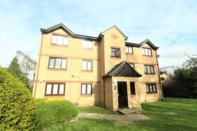 Thumbnail Flat to rent in Woodfield Close, Enfield