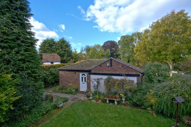 Thumbnail Detached bungalow to rent in High Street, Haslingfield, Cambridge