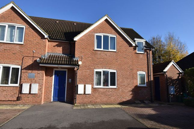 Thumbnail Flat to rent in Lower Way, Thatcham, Berkshire