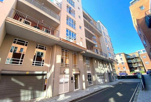 Thumbnail Flat for sale in Lower Canal Walk, Southampton, Hampshire
