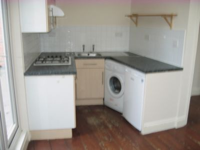 2 bed flat to rent in Aldershot Road, Kilburn NW6