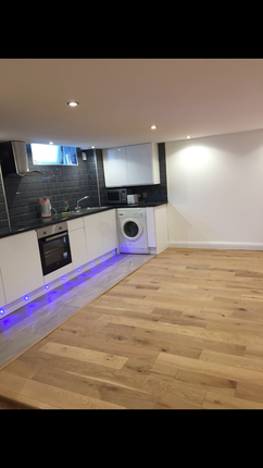 Thumbnail Flat to rent in Bethnal Green Road, London