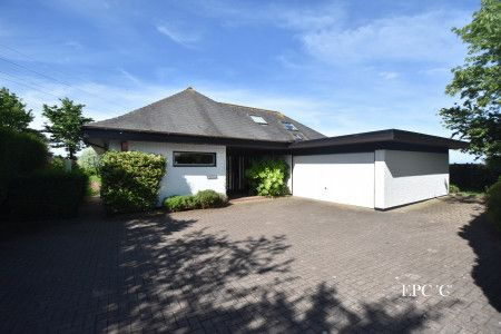Thumbnail Bungalow for sale in Main Road, Easter Compton, Bristol