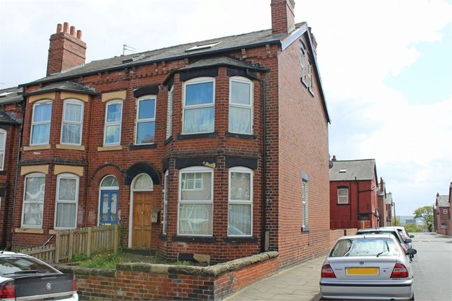 Yorkshire Terrace: Grange Avenue, Leeds, West Yorkshire LS7, 5 Bedroom End