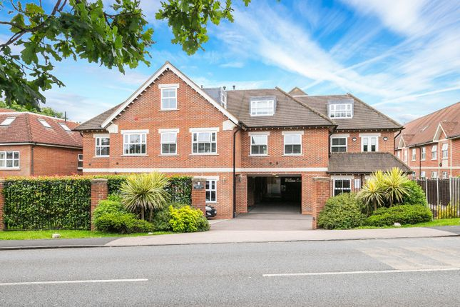 Thumbnail Flat to rent in William Court, 109-111 Manor Road, Chigwell, Essex