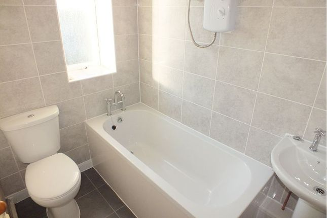 Thumbnail Flat to rent in Wansbeck Road North, Gosforth, Newcastle Upon Tyne