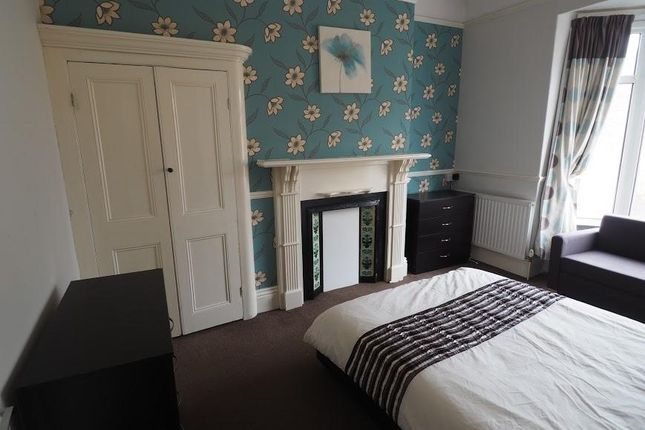 Thumbnail Room to rent in Park Grove, Princes Avenue, Hull