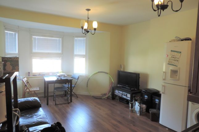Thumbnail Flat to rent in Richmond Crescent, Cardiff, Caerdydd
