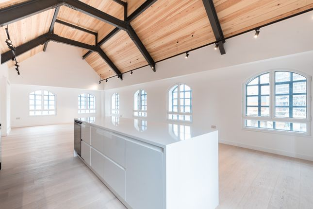 Reception Room & Kitchen02