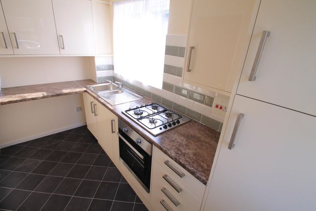 2 bed property to rent in Springfield Road, Luton