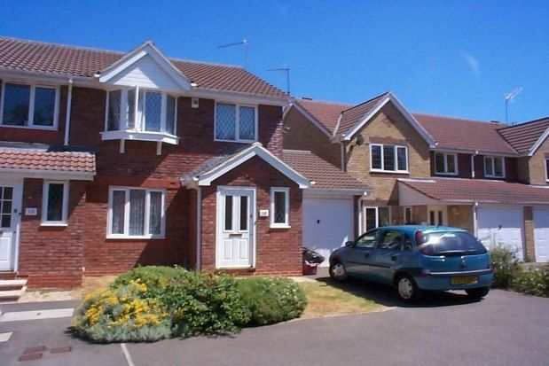 3 bed property to rent in Maidenbower, Crawley RH10
