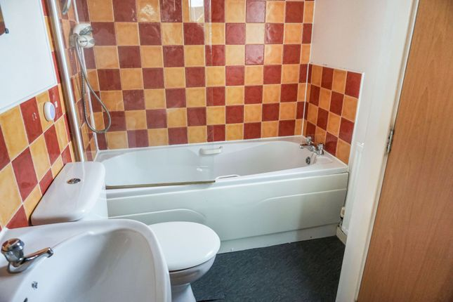 Bathroom of Chartwell Drive, Bradford BD6