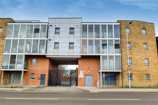 Thumbnail Flat for sale in Lea Court, 143 Broad Lane, London
