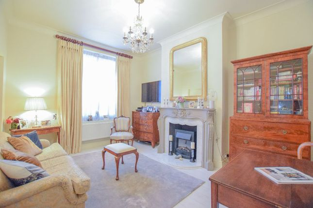 2 bed flat to rent in 2 Bed Apartment, Marlborough Lodge, London NW8