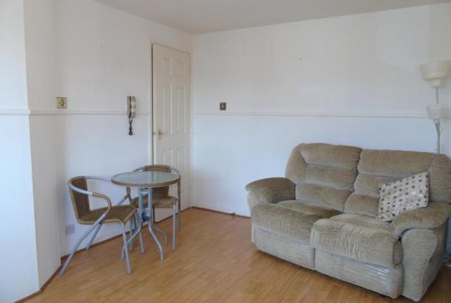 Thumbnail Flat to rent in Maclean Drive, Bellshill