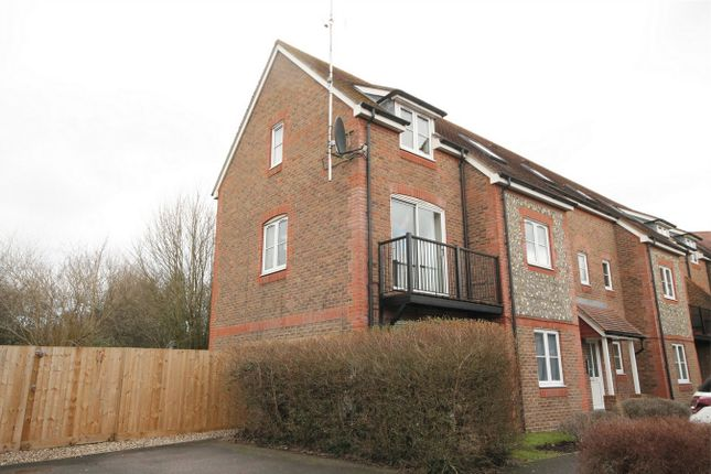 2 bed flat for sale in Two Rivers Way, Newbury, Berkshire