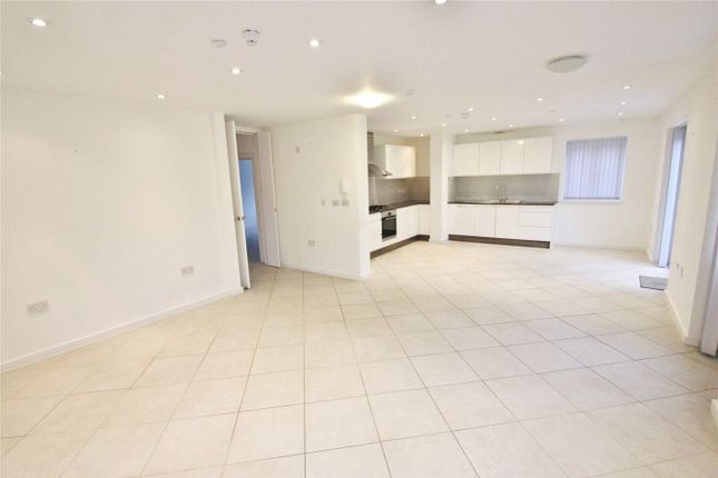 Thumbnail Flat to rent in Fairholme Gardens, London