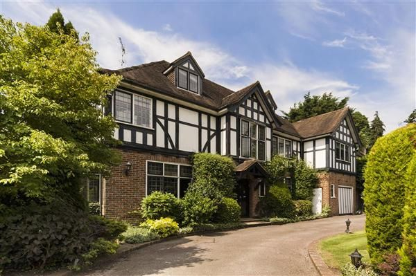 7 bed detached house for sale in Uphill Road, London