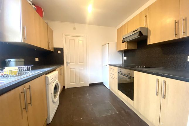 2 bed property to rent in Derby Road, Enfield EN3