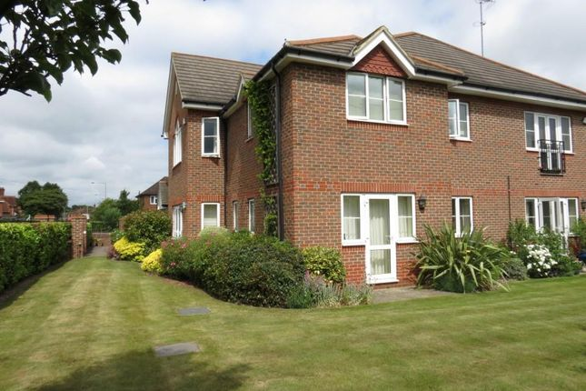 2 bed flat to rent in Marsh Place, Pangbourne, Reading RG8