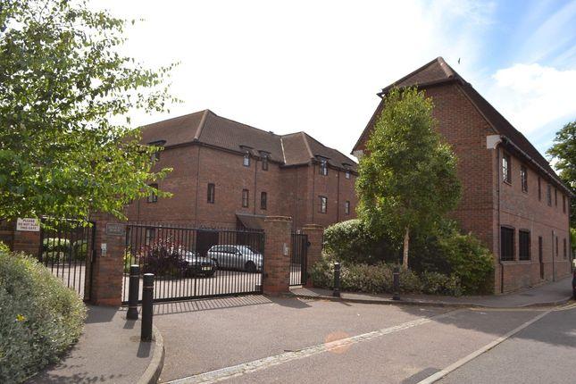 Thumbnail Flat for sale in Bewicks Reach, Newbury