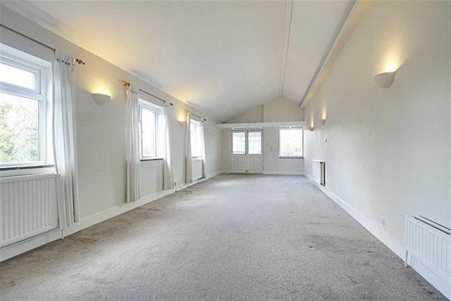 Thumbnail Maisonette to rent in Sevens Close, High Street, Berkhamsted