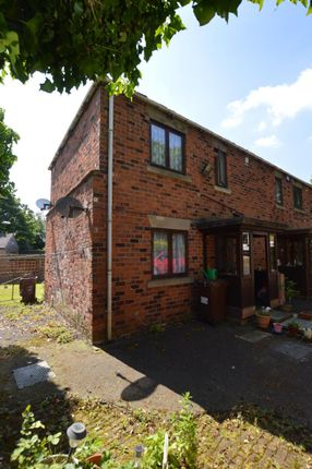 2 bed maisonette to rent in Lawns Lane, Leeds