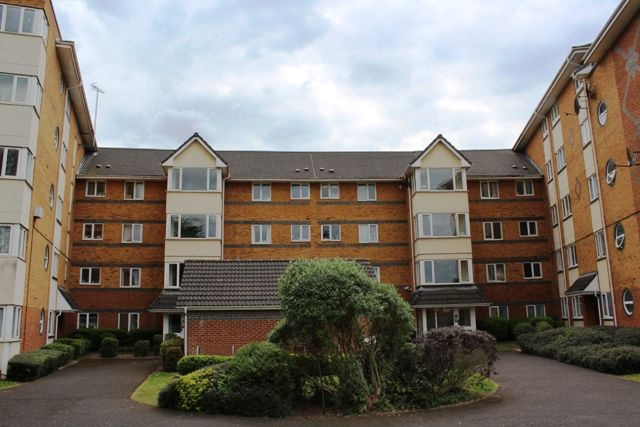 2 bed flat for sale in Winslet Place, Reading