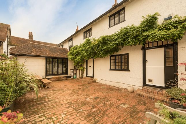 Thumbnail Property to rent in Winter Hill, Cookham, Maidenhead