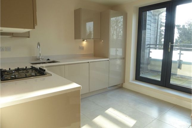 Thumbnail Flat to rent in Institute Road, Taplow, Maidenhead, Buckinghamshire