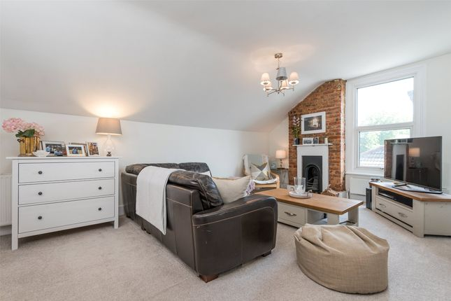 Thumbnail Flat for sale in Hatchlands Road, Redhill, Surrey