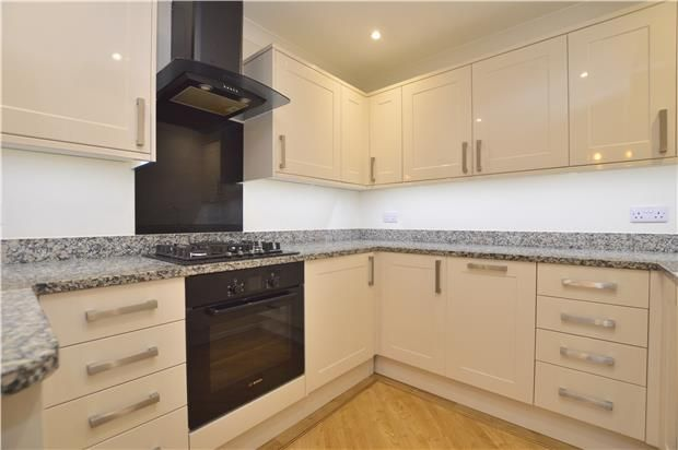 Thumbnail Flat to rent in Russells Crescent, Horley, Surrey