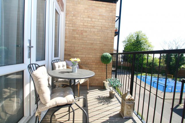Thumbnail Flat for sale in 3 Worcester Close, London