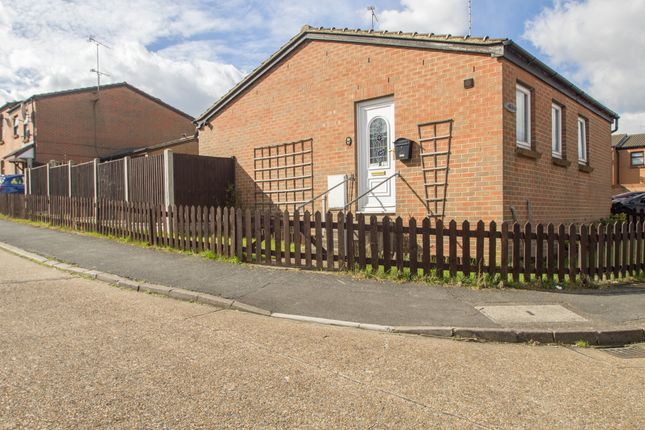Thumbnail Bungalow for sale in Thamley, Purfleet