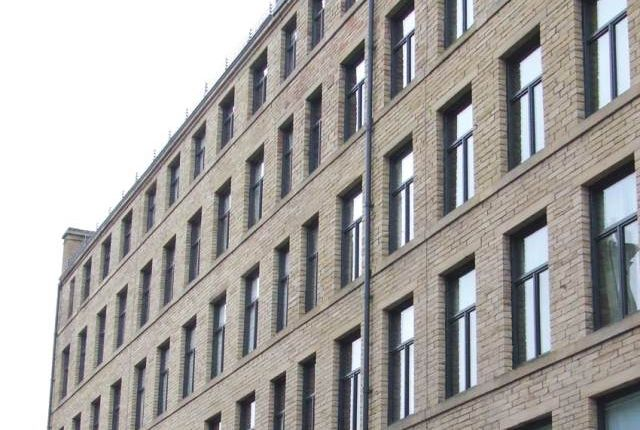 2 bed flat to rent in Broadgate House, Broad Street, Bradford